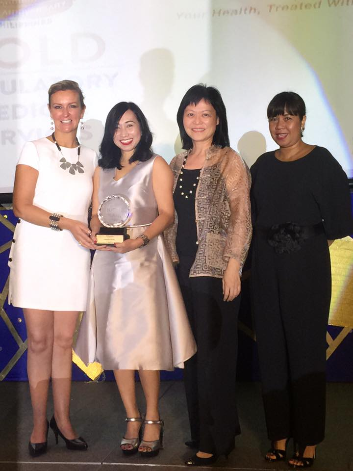 Sheron White (left), Reader's Digest Asia Pacific Group Advertising and Retail Director presents 2016 Reader's Digest Most Trusted Brand Award for Ambulatory Healthcare Category recently at the Marco Polo Hotel Manila in Ortigas City to Healthway Medical representatives Winnie Lee (second from right), CEO; Carmie De Leon (second from left), Vice President for Sales and Marketing; and Racquel Cagurangan (right), General Manager and Chief Administrative Officer.