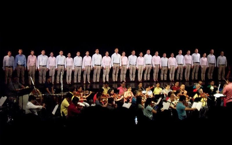 Philippine Madrigal Singers and Philippine Philharmonic Orchestra performing at the Tanghalang Nicanor Abellardo at the CCP Complex in Pasay City. Photo by Jj Ibarreta